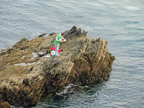 rock fishing from an exposed mark at Fowey